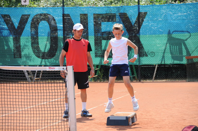 tennis-kinder-action-3